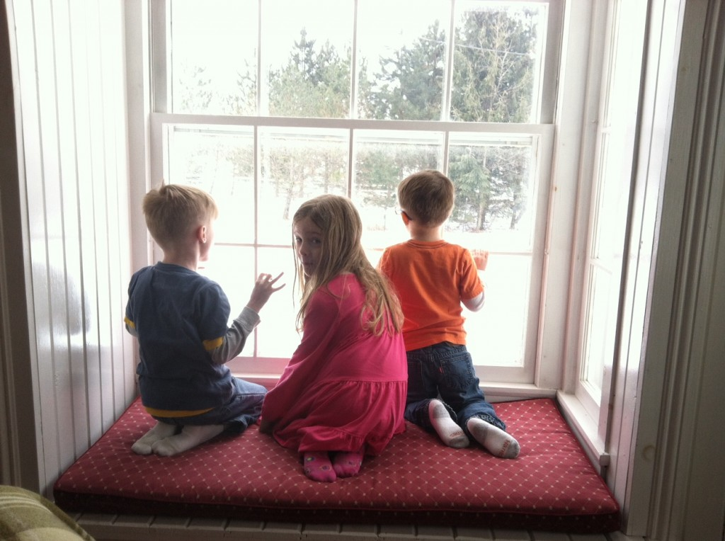 kids in window