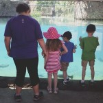 kids at the aquarium